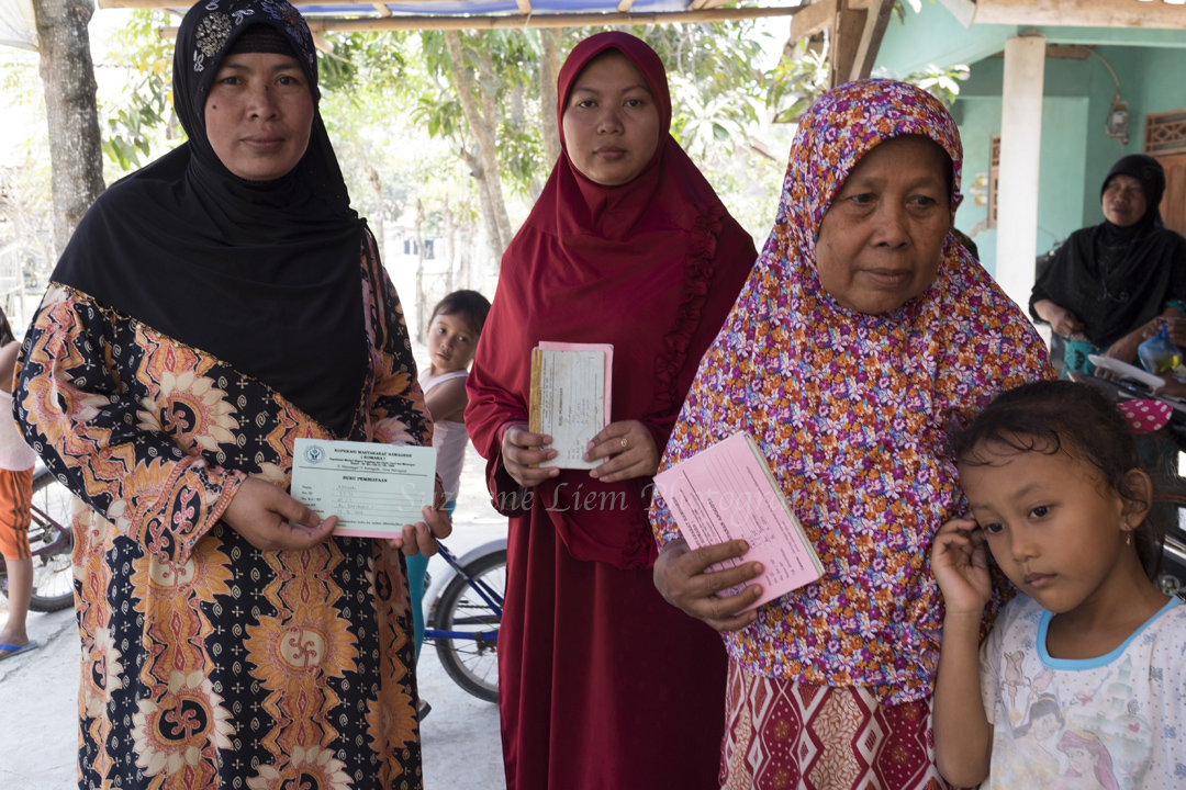 Ibu Wanti binti Sariman shares her house with her daughter and her family.